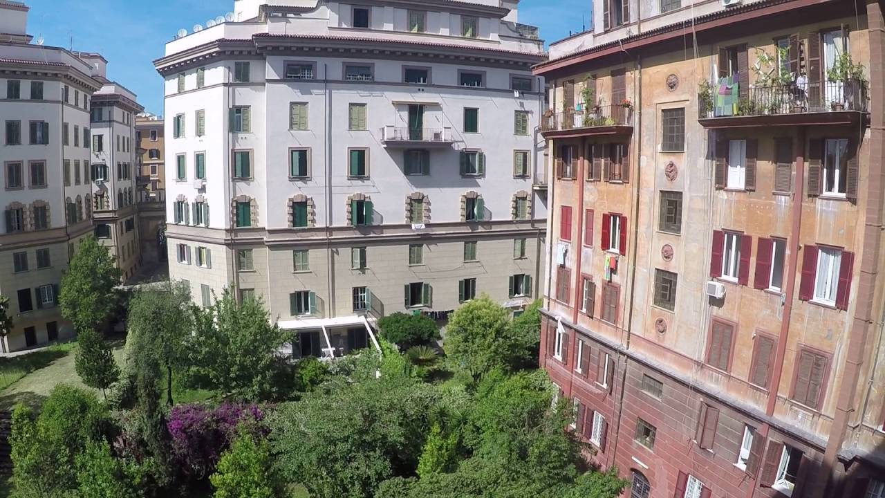 Rooms for rent in 4-bedroom apartment in San Giovanni area