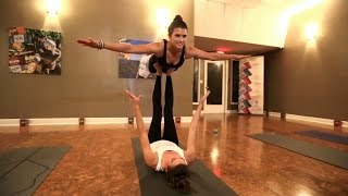 Danica Patrick demonstrates fitness, finesse in Daytona yoga class