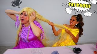 BELA e MAMÃE FINGEM SER PRINCESAS Bela e Rapunzel - Bela and  Mammy play Princess Fighting