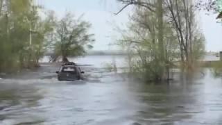 В Волге утонула Шевроле Нива