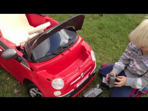 Auto a batería Fiat 500 Peg Perego Gris oscuro video