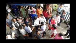 डोलेन्द्र शर्माविरुद्ध झडपमा उत्रिए कर्मचारी (भिडियो)