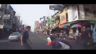 Смотреть онлайн Страшное столкновение двух скутеров