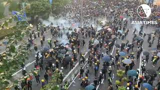 Hong Kong police throw tear gas grenades in Admiralty
