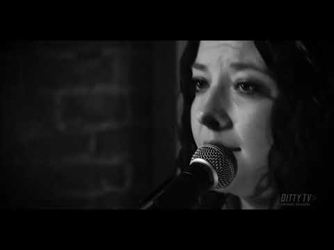 """Ashley McBryde performs """"Good Ole Friend Of Mine"""" on Ditty TV"""