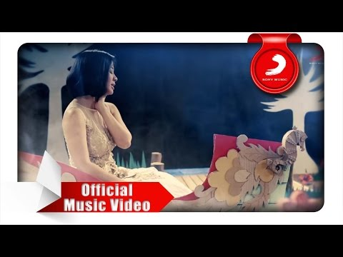 Astrid - Semusim (Official Music Video)