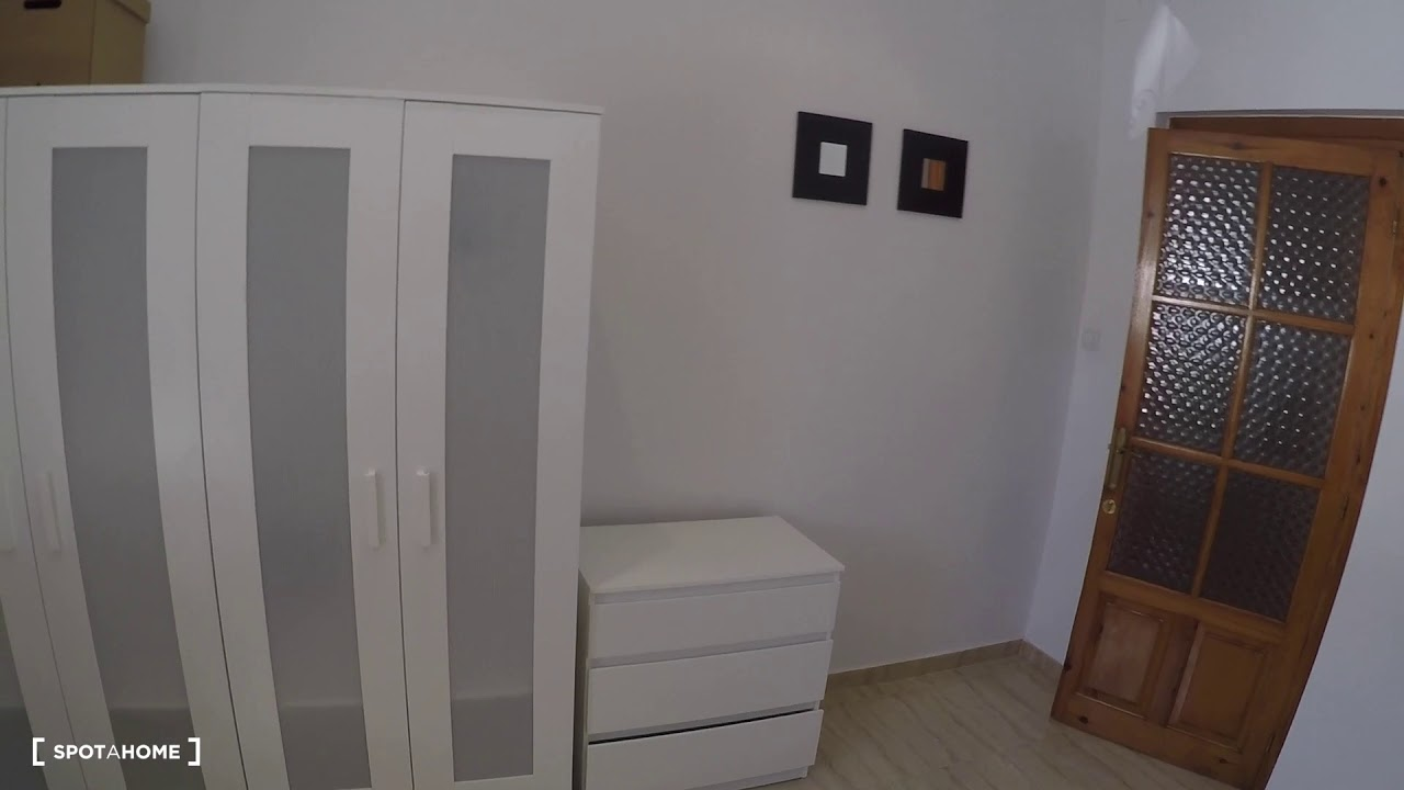 Double bed in Rooms for rent in spacious 5-bedroom apartment in La Saïdia