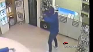 preview picture of video 'Rapina in gioielleria a Barletta'