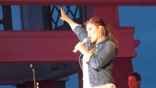 Peace Sign - Jo Dee Messina (Tanner Park August 7, 2013)