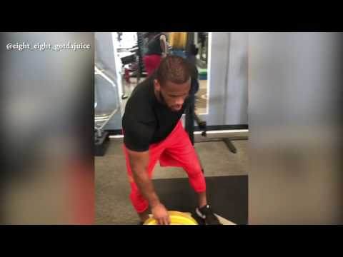 Alabama TE, O.J. Howard, Flips and Catches 55-Pound Weights With One Hand