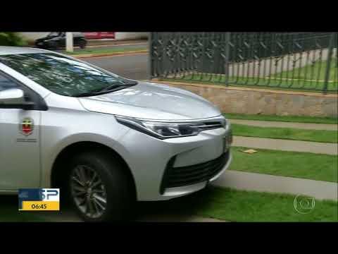 Sobrinho de prefeito pega carro oficial, sai de posto sem pagar e foge após deixar veículo
