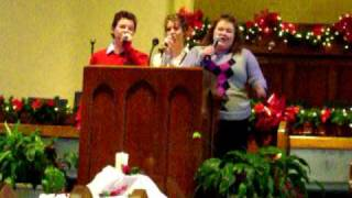 Jonathan Curlin, Sarah Curlin, and Hannah Curlin singing 'Joy to the World', by Anointed