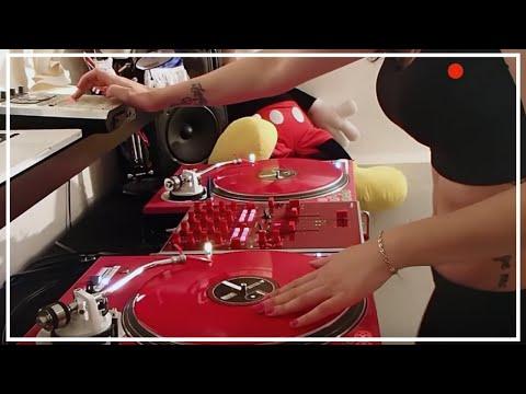 DJ Lady Style – Drop It Like It's Hot
