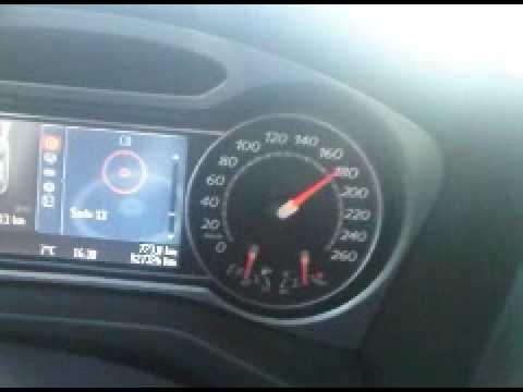Das Benzin unter dem hinteren Sitzen