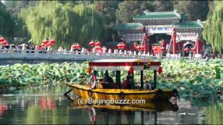 Video : China : Boating through lotuses, BeiHai Park 北海公园, BeiJing - video