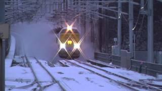 485系特急白鳥 警笛を鳴らして知内駅を高速通過!