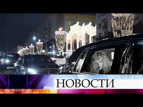 Поздравления с юбилеем принимает звезда эстрады, Примадонна Алла Пугачева.