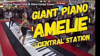 Смотреть онлайн Игра на пианино ногами в торговом центре