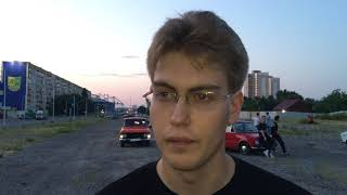 Харків'янин зробив коханій пропозицію посеред серця з ретро-машин