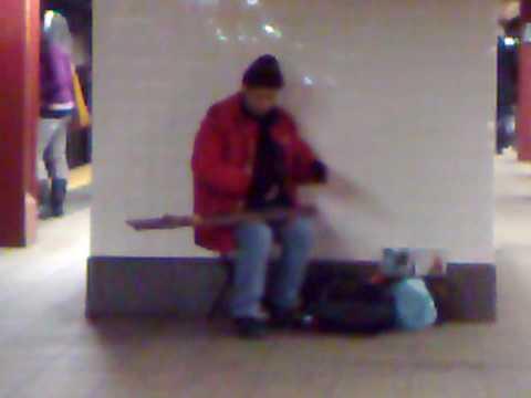 #165: Đàn bầu dạo ở bến tàu điện ngầm New York