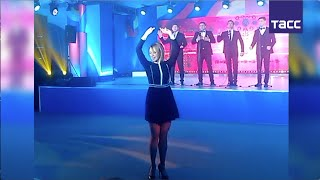 """Захарова станцевала """"Калинку"""" для журналистов"""