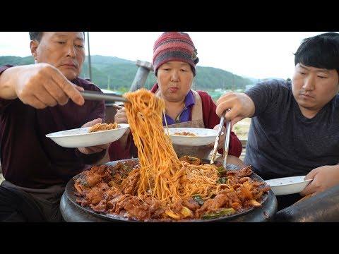 매콤한 제육 볶음에 소면 얹어서 후루룩~ (Stir-fried spicy pork & Noodles)요리&먹방!! - Mukbang eating show