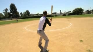 Смотреть онлайн Впечатляющий бейсбольный трюк
