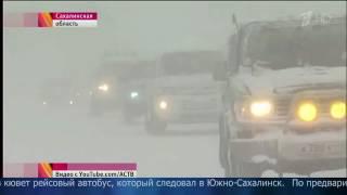 На одной из трасс угодил в кювет рейсовый автобус, который следовал в Южно-Сахалинск