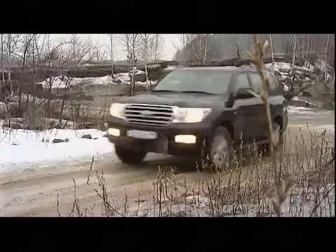 Füllt das Benzin auf dem Schneesturm um