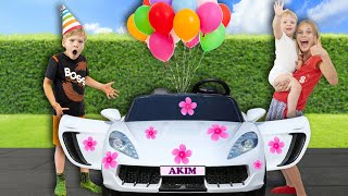 Amelia and Akim 7 year ride-on car birthday party, Avelina buys flowers.
