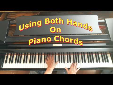 how to use both hands on piano