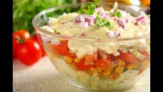 Przepis - Sałatka gyros warstwowa (przepisy kulinarne Przepisy.pl)
