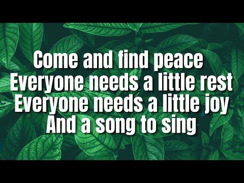 Ouvir Everyone Needs a Little