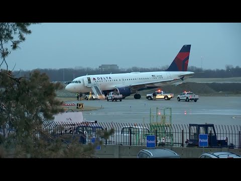 Plane slides off taxiway in icy Kansas City