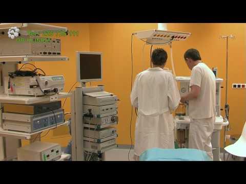 Holka dělá masáž prostaty chlap na videu