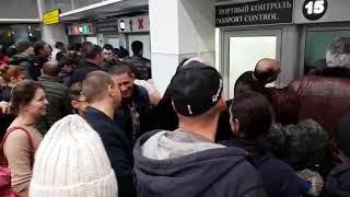Толпа на паспортном контроле в Толмачёво