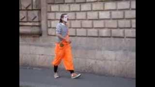 МЕГА РЖАЧ ПРОСТО ПРИКОЛ Уличный мим издевается над людьми в Испании