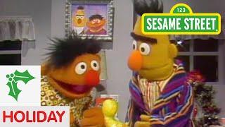 Sesame Street: Bert and Ernie Exchange Gifts