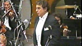Placido Domingo sings O la paterna mano from Macbet