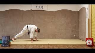 Mae-Ukemi (Vorwärtsrolle) 1 Bein aufgestellt