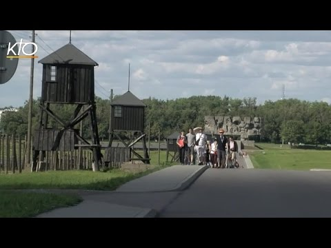 Les pèlerins belges visitent un camp d'extermination