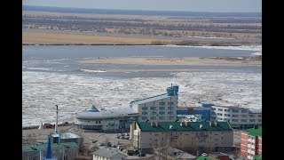 Ледоход в Ханты-Мансийске. 休憩Khanty-Mansiysk.  Ice drift in Khanty-Mansiysk. 打破在汉特-曼西斯克