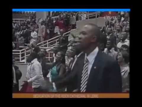 SAMMY OKPOSO PRAISES AT THE ROCK CATHEDRAL
