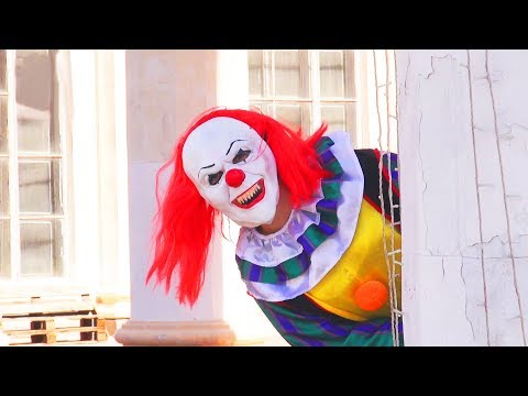 Pennywise Clown Costume for Adults Video Review