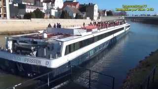 preview picture of video 'Bernburg Saale-Schleusung eines Schiffes durch die Saaleschleuse * Hotelschiff MS SANS SOUCI'