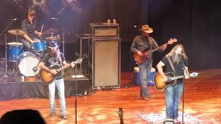 "Cody Jinks & Jamey Johnson cover Merle Haggard's ""The Way I Am"" at the Ryman"