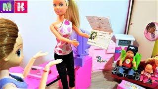 ЕДЕМ ДАЛЬШЕ НА МАШИНЕ😂 КАТЯ И МАКС ВЕСЕЛАЯ СЕМЕЙКА #Мультики с куклами #Барби