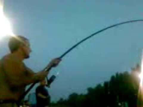 Sedia per inverno pescando dalle mani