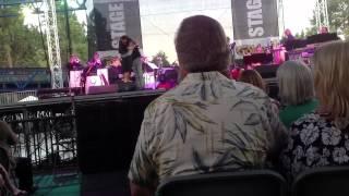 Landau Eugene Murphy, Jr. With his wife Jennifer singing Un