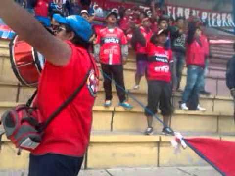 """Lokura Kapitalina 22 alentando en Potosi 22-03-2015"" Barra: Lokura Kapitalina 22 • Club: Universitario de Sucre"
